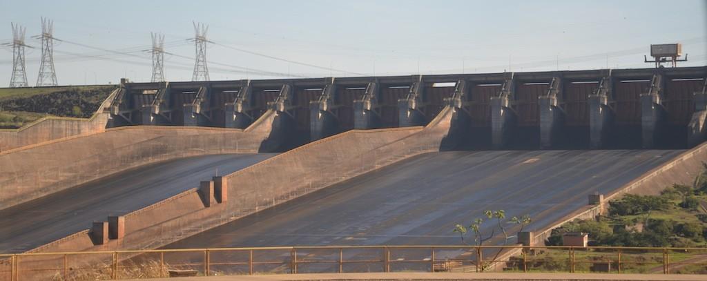 Usina Hidrelétrica de Itaipú: infelizmente o vertedouro não estava em funcionamento.