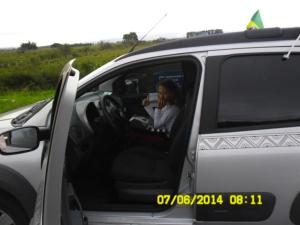 Fernandinha no carro