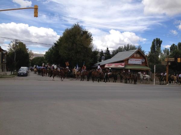 Desfile com cavalos na Fiesta Nacional del Puestero (Junin de Los Andes)