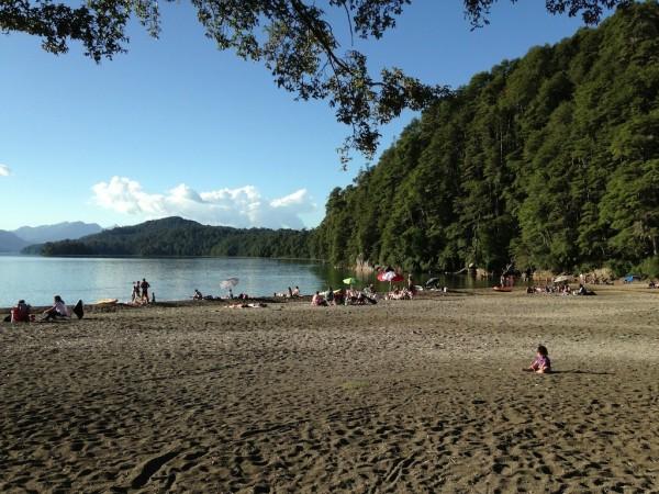 Lago Espejo lotado de banhistas