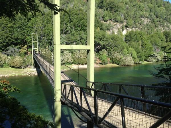 Passarela sobre o Rio Arrayanes