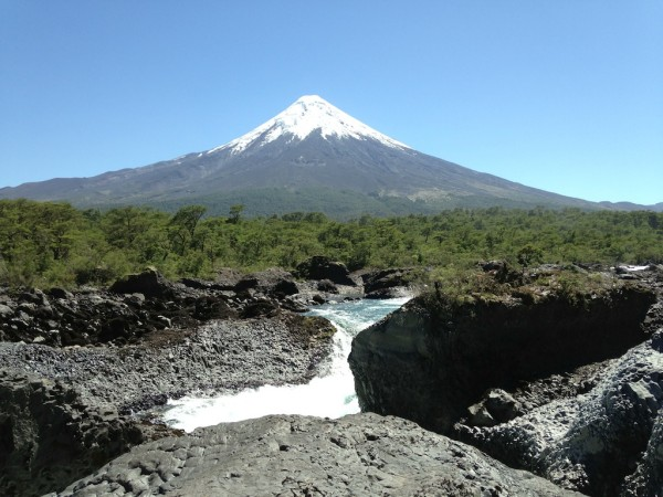 Saltos Del Petrohue e o Vulcão Osorno ao Fundo