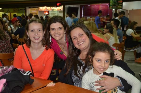 As mulheres junto com a Luciana, irmã do Joce
