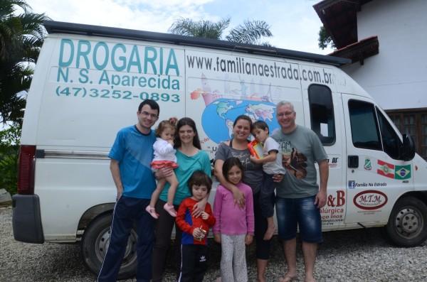 Família na Estrada e Família Viajando de Carro com Papa-Léguas
