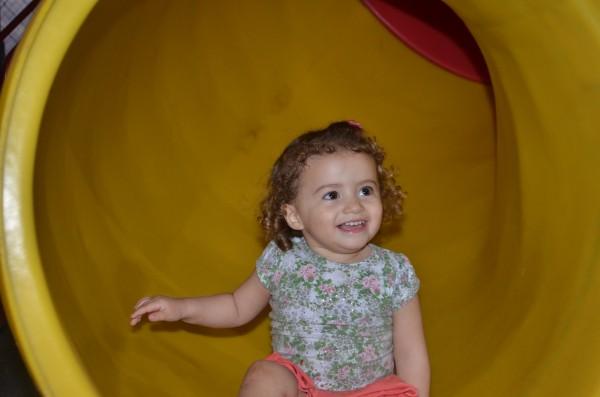 Isabela feliz após escorregar